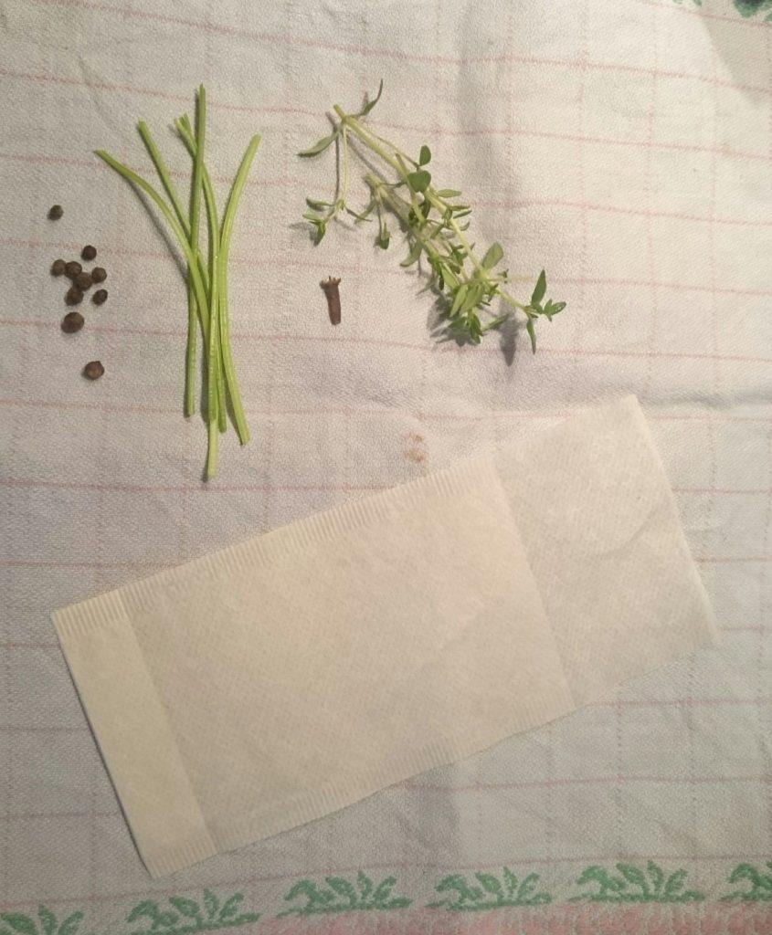 Die Zutaten für Bouquet garni. Es fehlt noch das Lorberblatt