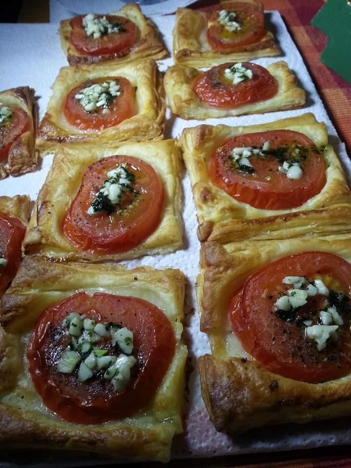 Titelbild Blätterteig-Tomaten-Quadrate