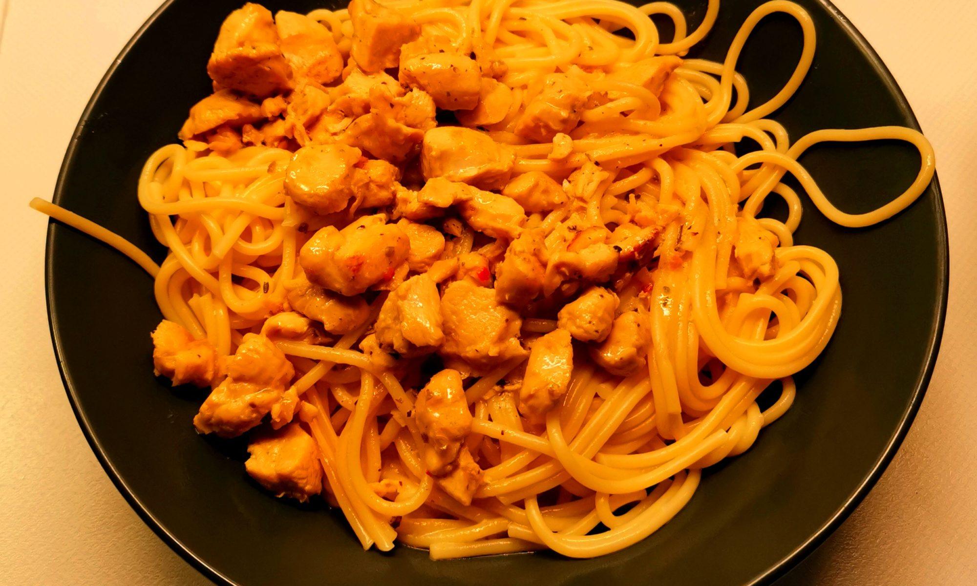 Spaghettoni in Hühnchen-Pernod-Soße
